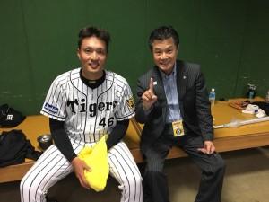 阪神タイガース秋山選手と近畿医療専門学校理事長小林