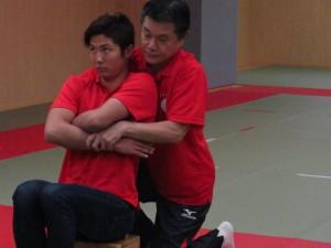 小林理事長による成田緑夢選手の 施術風景