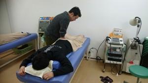 京本先生の施術中