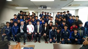 滝川第二高等学校の皆さんと集合写真