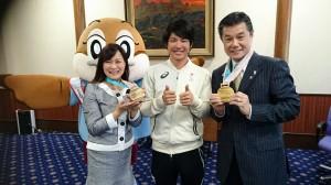 金と銅のメダルと共に